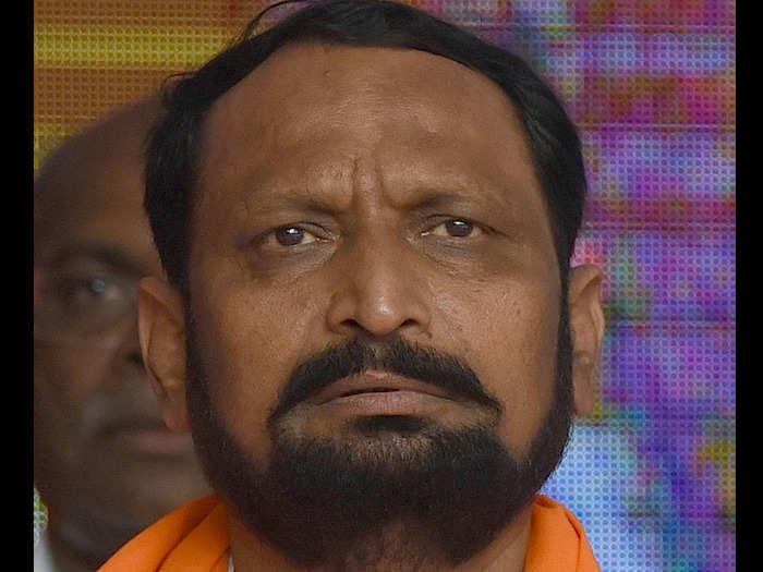 ಕಾಂಗ್ರೆಸ್ನ 5 ಶಾಸಕರು ಬಿಜೆಪಿ ಕಡೆ..? ಸವದಿ ಹೇಳಿಕೆಯಿಂದ ಕೈಪಡೆಗೆ ಮತ್ತೆ ಟೆನ್ಷನ್..!