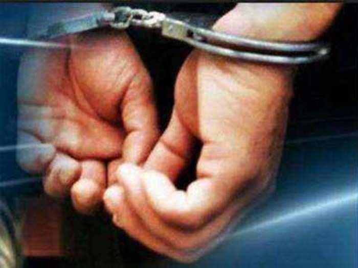 विविध गुन्ह्यात फरारी असलेल्या तरुणाला अटक