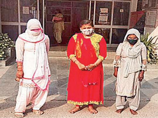 गिरफ्तार हुई महिलाएं