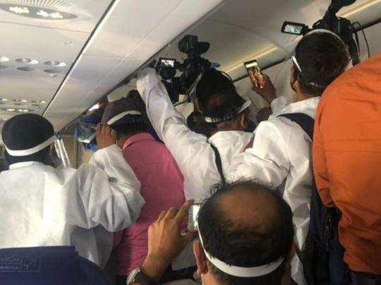 IndiGo bans 9 journalists for unruly behavior during Kangana Ranaut flight - कंगना रनौत की फ्लाइट में किया था हंगामा, IndiGo ने नौ पत्रकारों को किया बैन