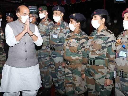 33वीं कॉर्प्स के जवानों से मिले रक्षामंत्री राजनाथ सिंह
