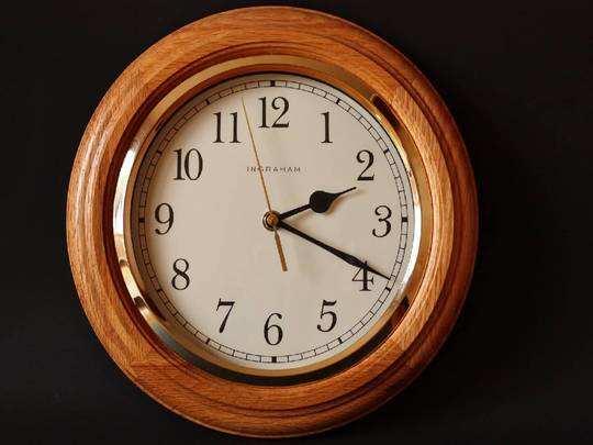 Wall Clock On Amazon : अपने घर के लिए हैवी डिस्काउंट पर खरीदें खूबसूरत और स्टाइलिश Wall Clock