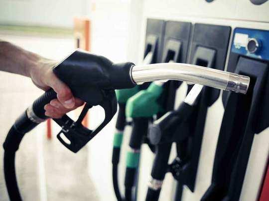 आज फिर रही पेट्रोल डीजल में शांति (File Photo)