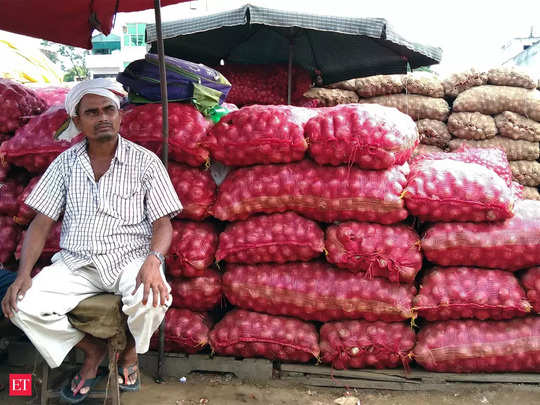 nashik wholesale onion traders protest against stock limit rules