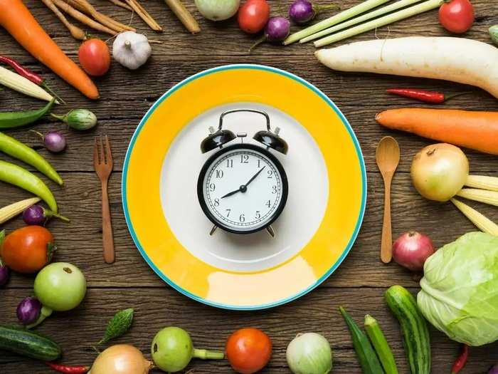 which foods should be avoid on an empty stomach in morning and why in marathi