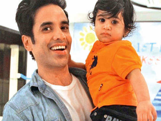 tusshar kapoor is single father and what difficulties he faces in marathi