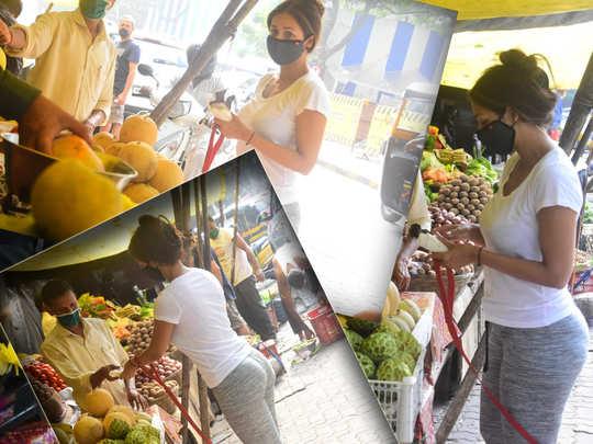 malaika arora spotted to buying fruits from street vendor in mumbai