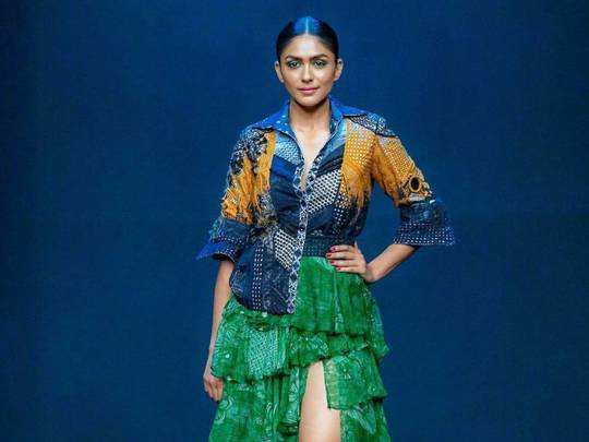 mrunal thakur jacket with skirt took these hours to make for lakme fashion week