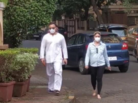 Pregnant kareena kapoor khan walking with Saif