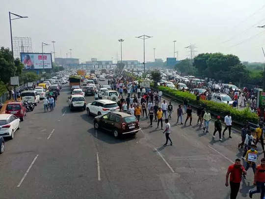 locals gathered at delhi-noida-delhi flyway demanding justice for businessman aman bainsla who died allegedly by suicide