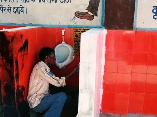 सफेद पेंट करता मजदूर
