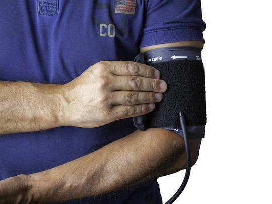 Blood Pressure : घर पर चेक करें एक्यूरेट ब्लड प्रेशर, Amazon दे रहा है Blood Pressure Monitoring Machine पर भारी छूट