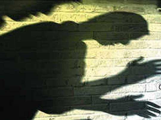 Greater Noida: रात्रीचे ११ वाजले होते, तो तरुणीच्या घरात घुसला अन्