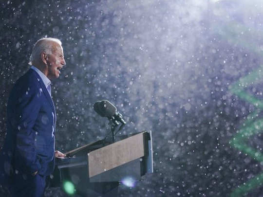 biden-rally in rain