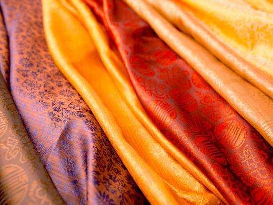 Saree For Women : मात्र 1,000 रुपए में Amazon से खरीदें ये डिजाइनर Saree, मिल रही है खास छूट