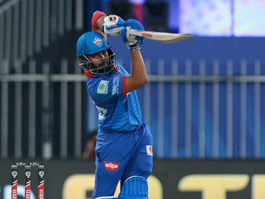 delhi capitals fans trolls prithvi shaw after out on 10 runs against mumbai indians