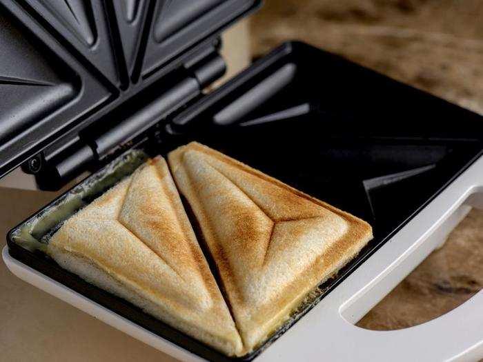 Sandwich Maker : मिनटों में बन जाएगा टेस्टी सैंडविच, घर ले आएं ये एडवांस टेक्नोलॉजी वाले Sandwich Maker
