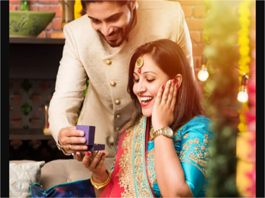 gift ideas for wife or girlfriend at first diwali in marathi