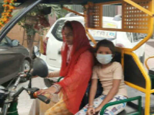 महिला ई-रिक्शा चालक के साथ बदसलूकी