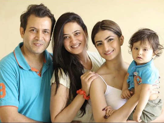 abhinav kohli finds shweta tiwari whereabouts cries badly and accuses her for hiding his son