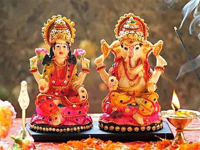 deepavali 2020 these things should keep in mind before establish lakshmi devi idol in diwali