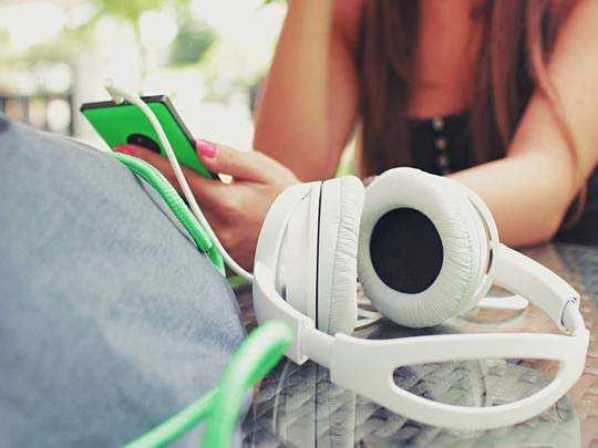 Headphone On Amazon : कॉलिंग से लेकर गेमिंग तक, इन Headphones पर मिल रही 30% तक छूट