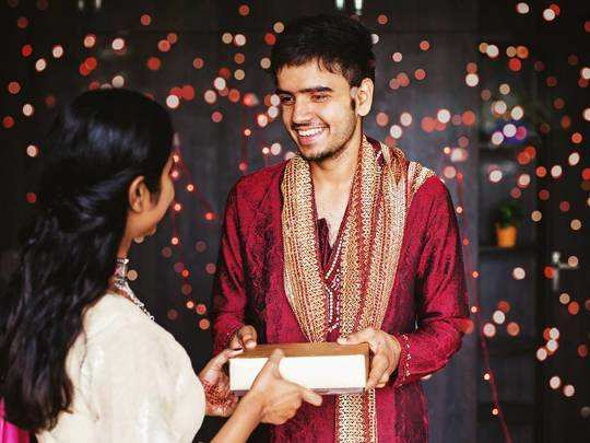 Bhai Dooj Gift On Amazon : भाई दूज के लिए ऑर्डर करें ये गिफ्ट, किफायती दाम पर शॉपिंग करने का आखरी मौका