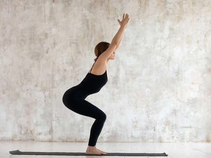 Health Care गुडघ्यांचे स्नायू मजबूत करण्यासाठी या आसनाचा करा सराव