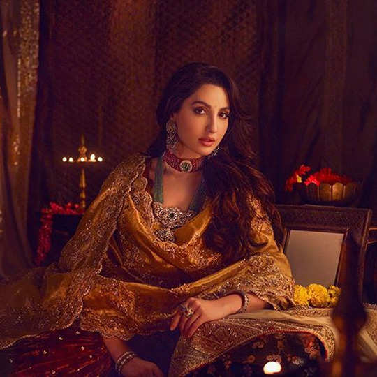 nora fatehi hot and sexy photos: नोरा फतेही के इस फोटोशूट ने उड़ाए फैन्स के होश, बोले- जान लोगी क्या? - nora fateshi diwali special photoshoot makes fans go crazy watch her