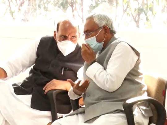 मुख्यमंत्रीपदी जेडीयूचे नेते नितीश कुमार आणि उपमुख्यमंत्री पदी भाजपचे सुशील कुमार मोदी