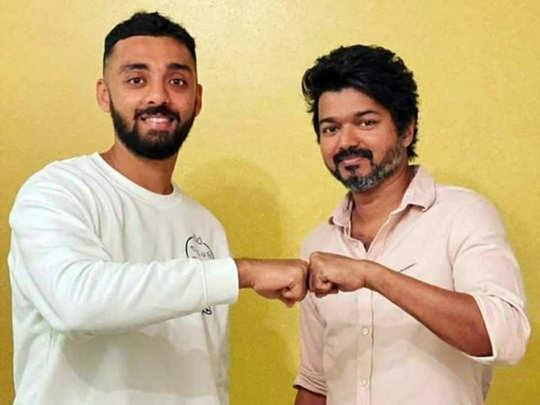 varun chakravarthy with vijay