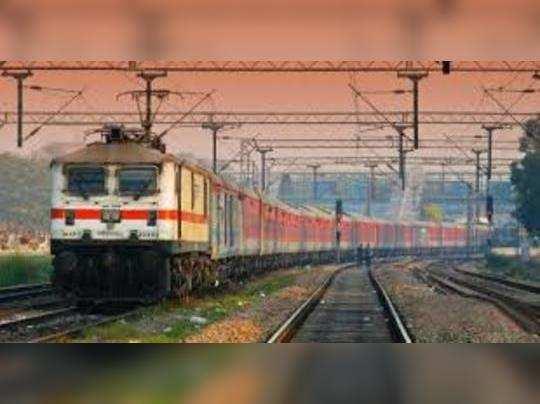 रेलवे दिल्ली से पूर्वी राज्यों के लिए कई फेस्टिव स्पेशल ट्रेन चला रहा है।