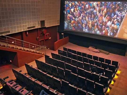 चित्रपटगृहांना प्रेक्षकांची प्रतीक्षा