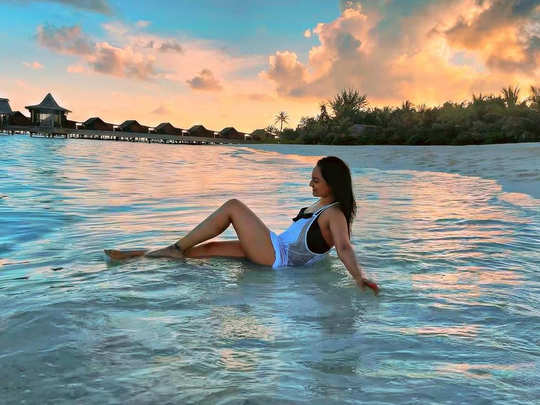 sonakshi sinha shares sizzling pictures from maldives vacation reveals reason of her happiness