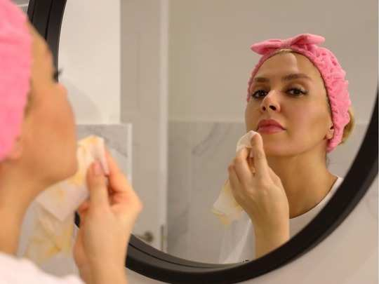 list of essential products that every woman with dry skin must have in her skincare kit