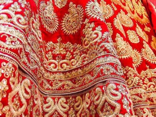 Wedding Lehenga On Amazon : शादी के दिन खूबसूरती में चार चांद लगाने के लिए पहनें ये Wedding Lehenga