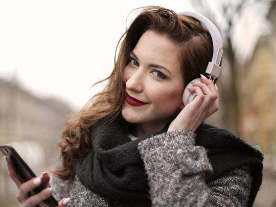 Headphones On Amazon : ऑनलाइन क्लास से लेकर मीटिंग और कॉन्फ्रेंस में क्लियर आवाज के लिए खरीदें ये Headphones