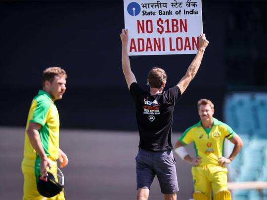 protester against adani group on sydney cricket ground in match between india and australia