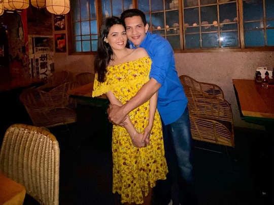 aditya narayan wedding details aditya narayan to marry shweta aggarwal at a temple on december 1 in a simple wedding with 50 people