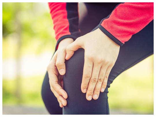 गुडघेदुखीेने त्रस्त आहात? मग करा योगथेरपिस्टने सांगितलेले हे साधेसोपे व्यायाम!