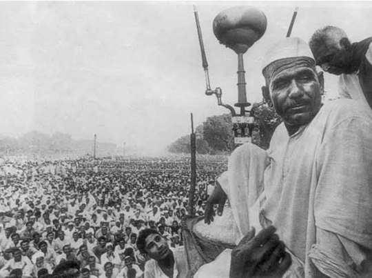 किसान आंदोलन में महेंद्र सिंह टिकैत (फोटो साभार: ट्विटर)