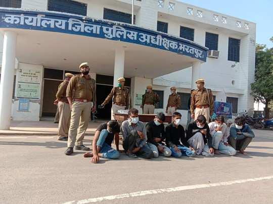 Bharatpur: सात बदमाशों को पकड़ने एक गांव पहुंची पुलिस, ग्रामीणों ने किया जानलेवा हमला , फिर भी दिखी जाबाज दिलेरी...