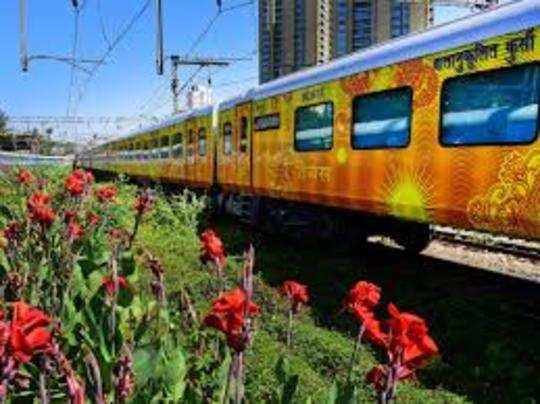 कोरोना काल में रेलवे स्पेशल ट्रेनें चला रहा है।