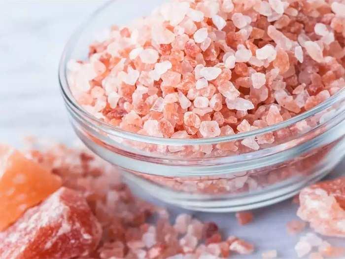 benefits of rock salt or saindhav salt bath during winter season in marathi
