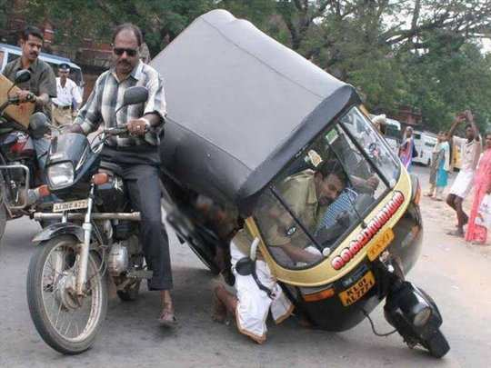 funny photo of accident that will make you laugh louder