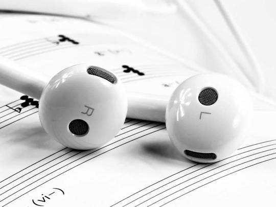 Earphones on Amazon : साफ आवाज वाले स्टाइलिश Earphone डिस्काउंट के साथ ऑर्डर करें