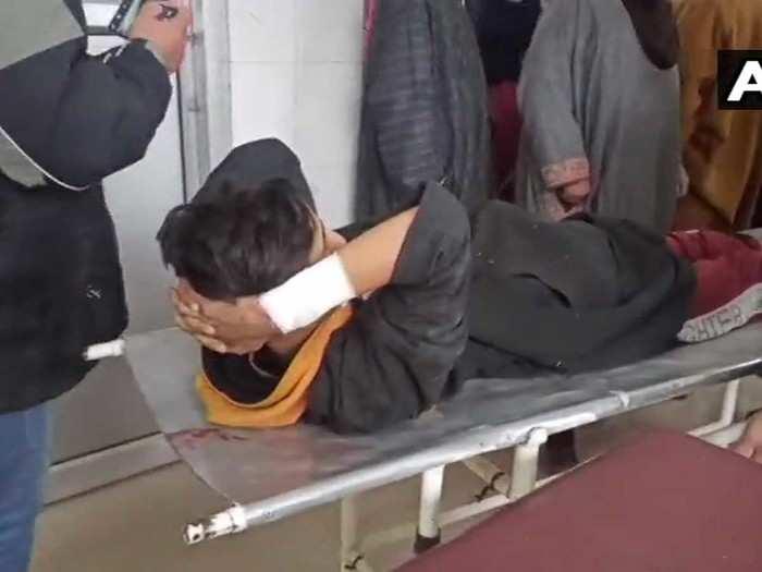 हमले में तीन नागरिक घायल