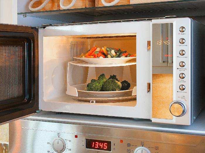 स्मार्ट कुकिंग के लिए घर ले आएं Microwave Oven, भारी छूट पर Amazon से खरीदें
