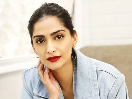 sonam kapoor worst looks and actress turned out to be a big fashion disaster