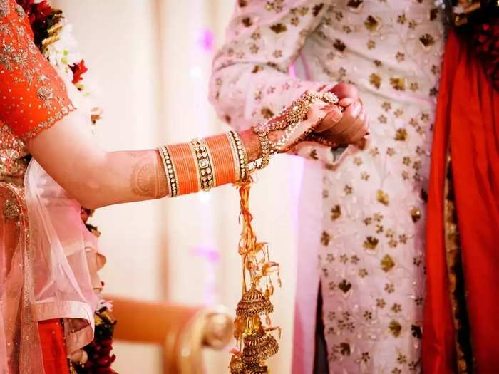 shopping tips for buying wedding dress online in marathi